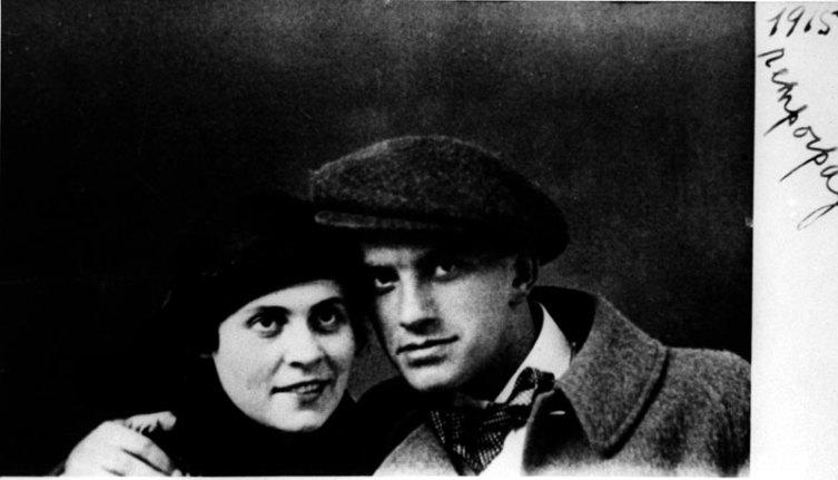 Владимир Маяковский и Лиля Брик. 1915 г.