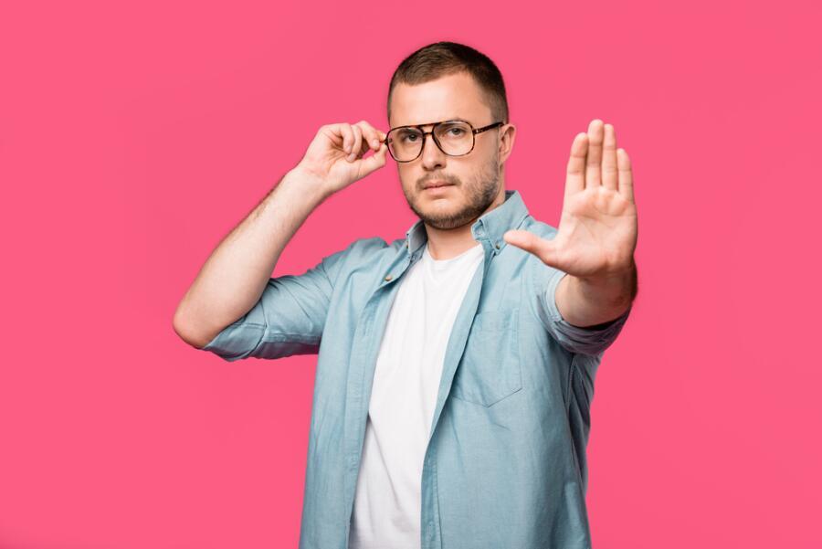 Как научиться считывать язык тела? Движения головы, сигналы глаз