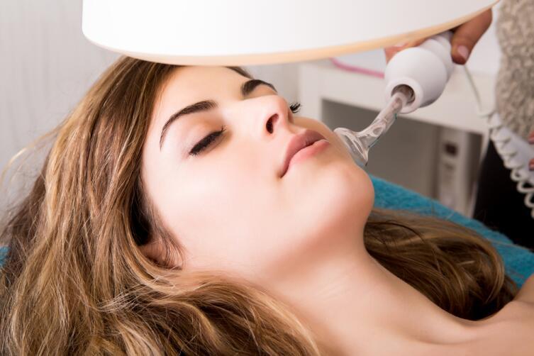 брашинг — включает аппаратную и механическую процедуру