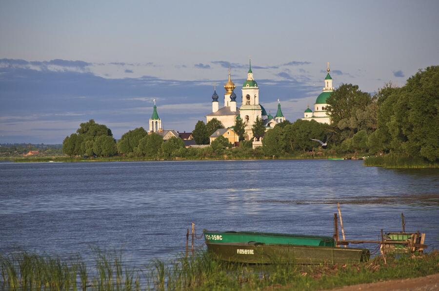 Озеро Неро. Вид на Спасо-Яковлевский монастырь