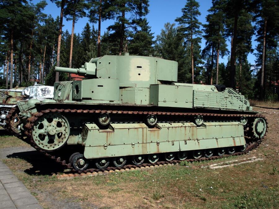Танк Т-28Э в экспозиции танкового музея в г. Парола, Финляндия