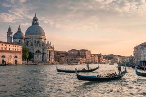 Как Венеция справляется с мусором?