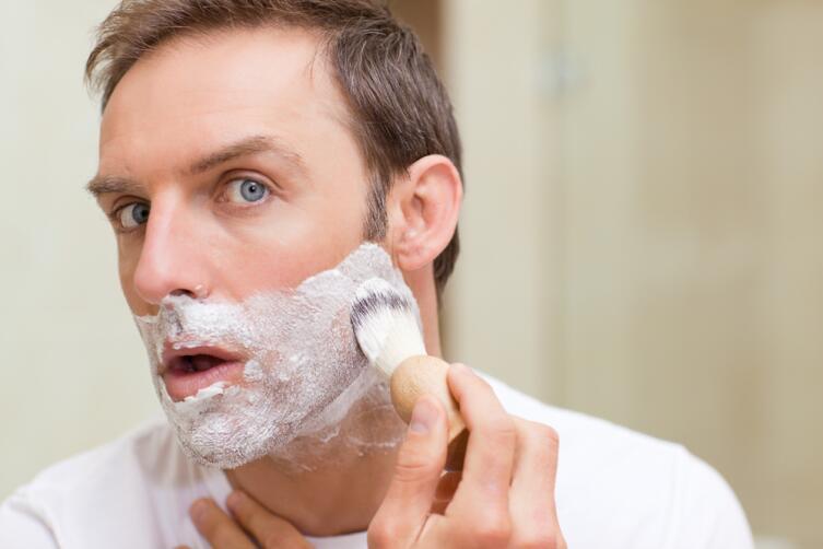 Без бороды мужчина выглядит моложе