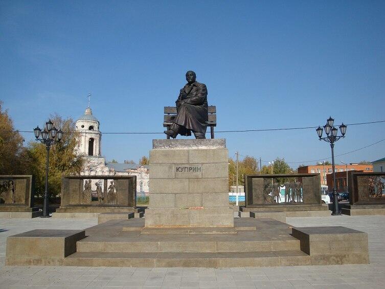 Памятник А. И. Куприну (2015), скульптор А. С. Хачатурян