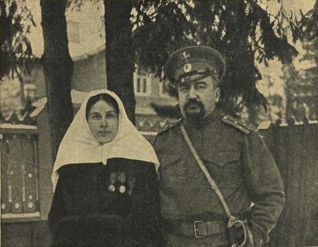 Куприн, призванный в чине поручика на Первую мировую войну, с Елизаветой Морицевной Куприной (Гейнрих)