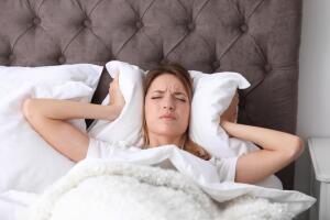 Как снизить уровень шума в квартире?