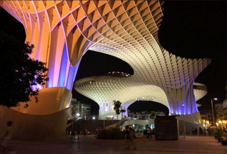 Metropol Parasol вечером