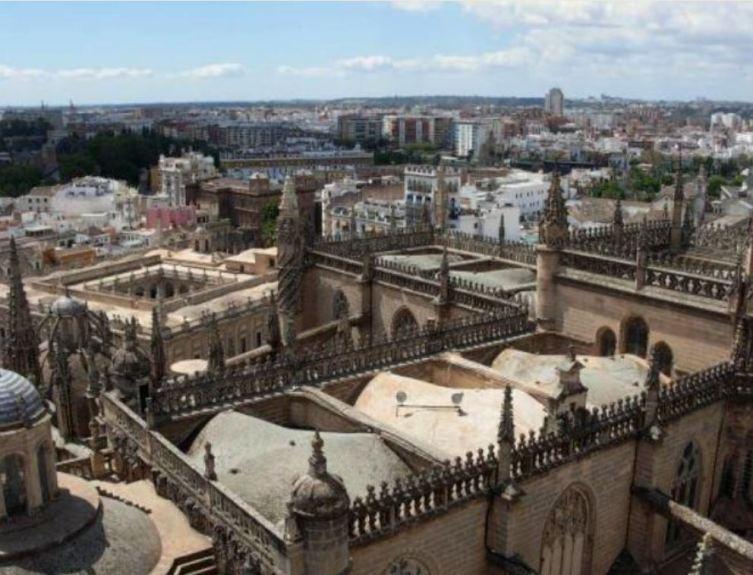 Вид на Севилью с башни Хиральда