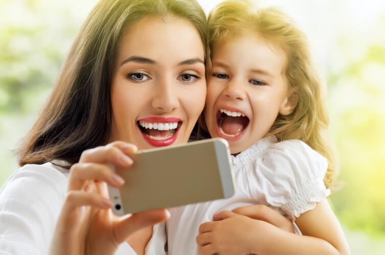 Удалите снимки, содержащие официальную информацию о вас и вашем ребенке