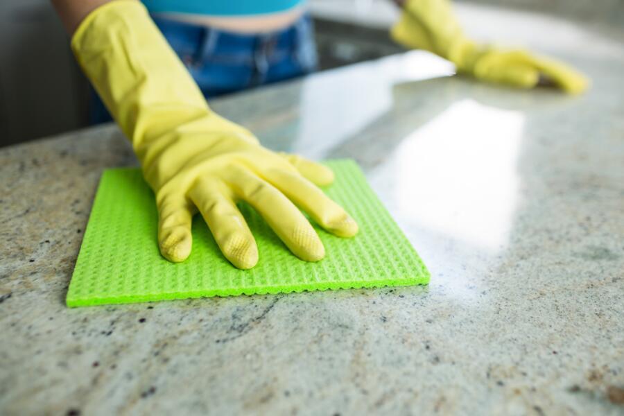 Как без вреда здоровью убраться в квартире?