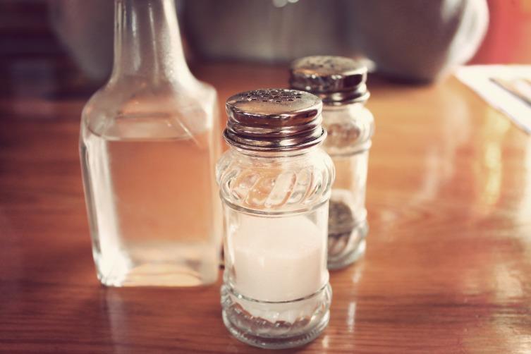 Соль для чистки плиты, уксус для ванны