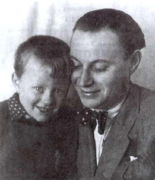 Андрей Миронов с отцом Александром Менакером