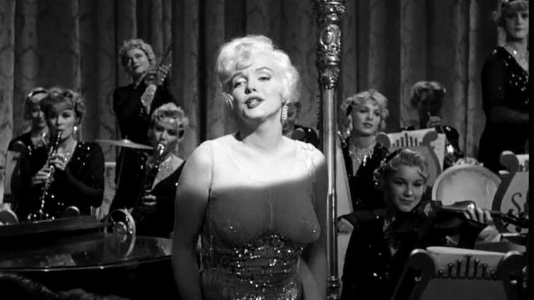 Кадр из фильма «В джазе только девушки», 1959 г.