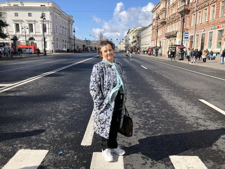 На Невском проспекте, он был перекрыт для машин
