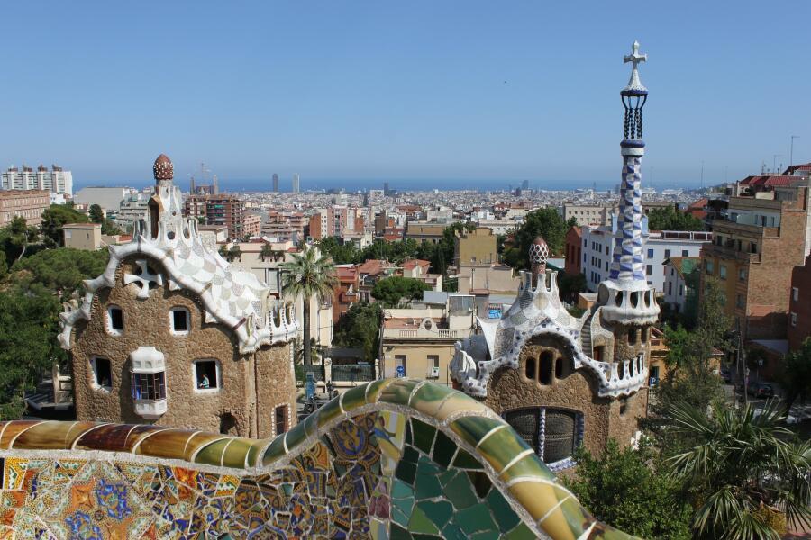 Парк Гуэль. Парк в верхней части Барселоны, созданный Антонио Гауди в 1900—1914 гг.