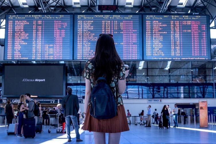 Как узнать, есть ли ограничения на выезд за границу?