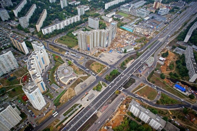 Пересечение Варшавского шоссе и улицы Академика Янгеля в Чертаново Южном
