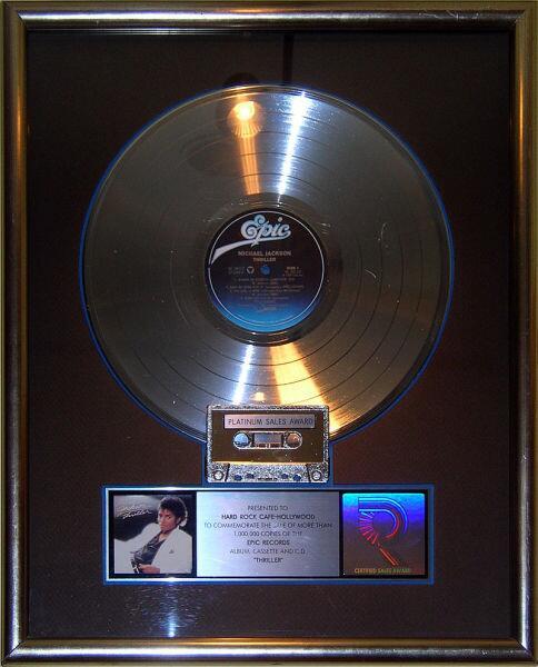 Платиновая пластинка альбома Thriller, выставленная в Hard Rock Cafe в Голливуде