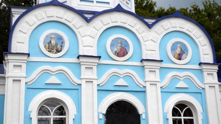 Храм на территории Задонского монастыря