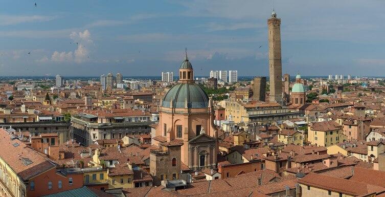 Панорама Болоньи. Красный город?