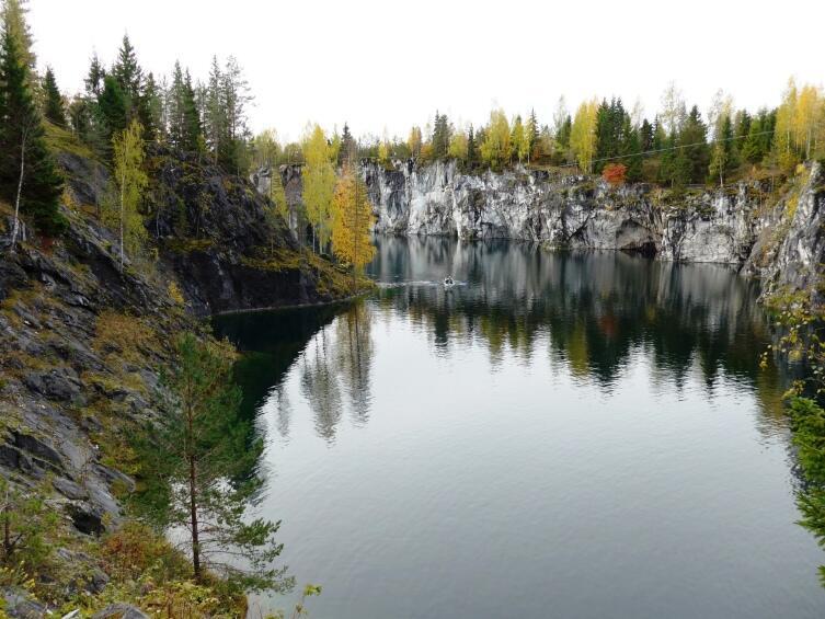 Мраморный карьер и озеро