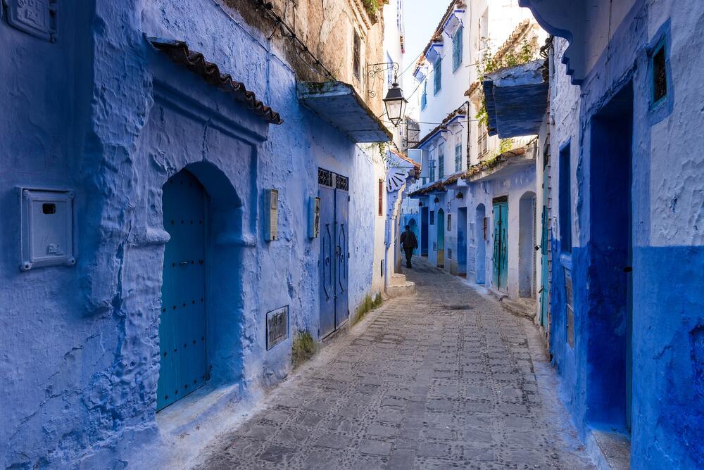 Зачем туристы едут в «Синий город» Марокко?