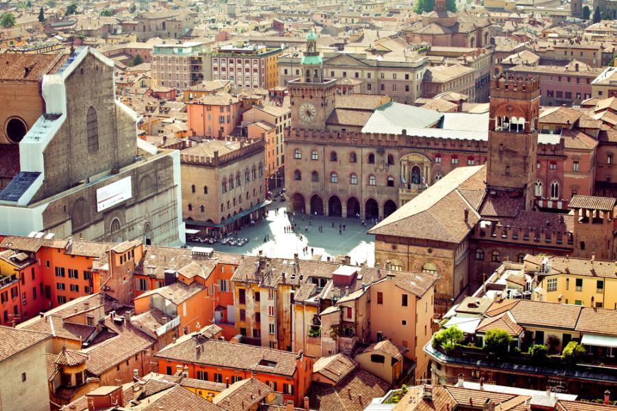 Почему Болонья красная? Город портиков и башен