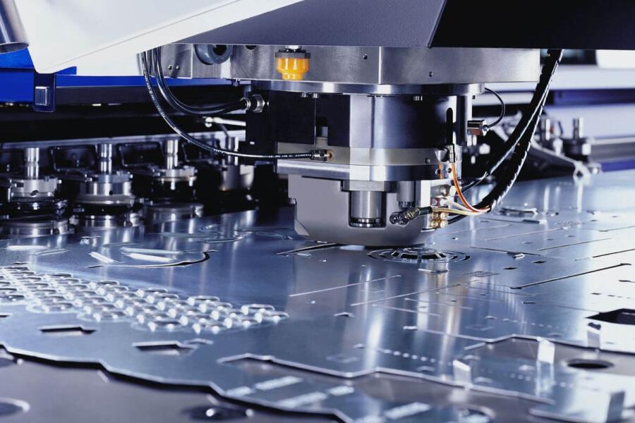 Как придать форму металлу? Холодная листовая штамповка!