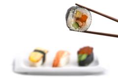 Основные продукты японской диеты: рыба, овощи, рис, соя, макароны, зеленый чай, фрукты.