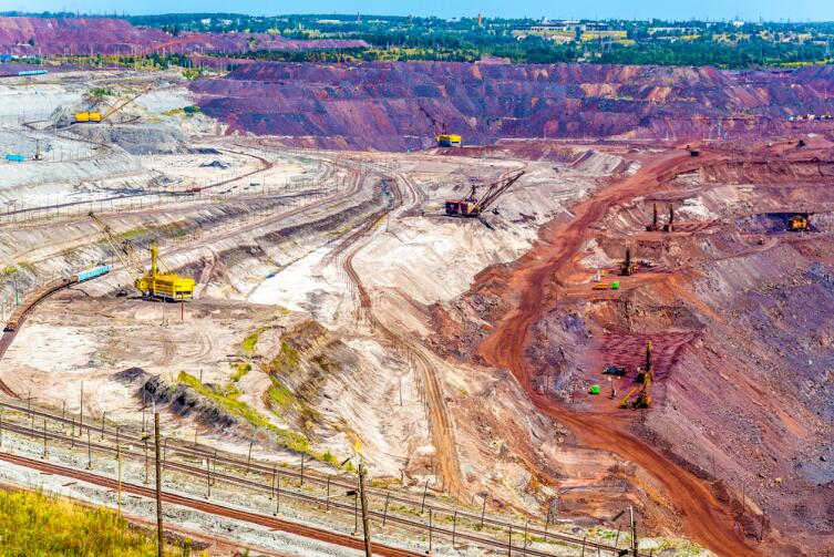 Добыче железной руды в Михайловском поле