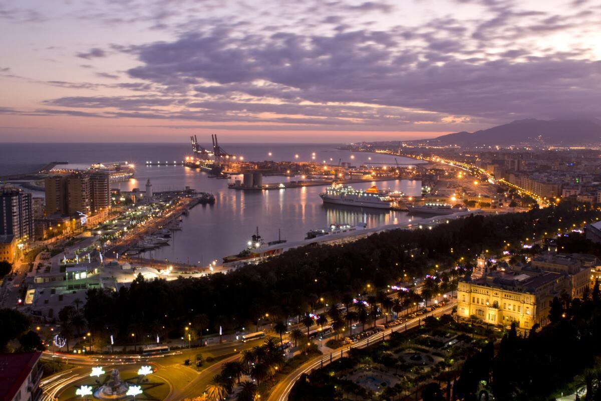 Почему стоит поехать в Андалусию зимой или ранней весной? Часть 2: Малага