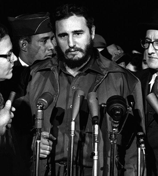 Фидель Кастро во время своего визита в США. Аэропорт Вашингтона, 1959 г.