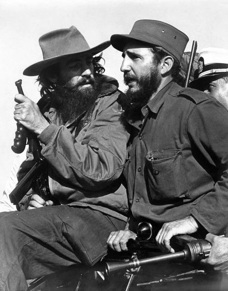 Фидель Кастро и Камило Сьенфуэгос в 1959 г. в горах Сьерра-Маэстро
