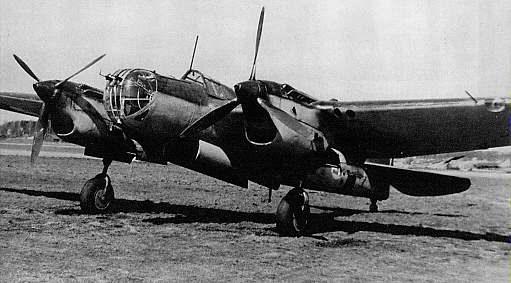 Бомбардировщик СБ. На самолете этого типа совершил таран экипаж М. А. Ююкина