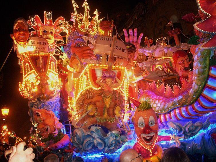 Традиционный карнавал Ачиреале — самый известный на Сицилии