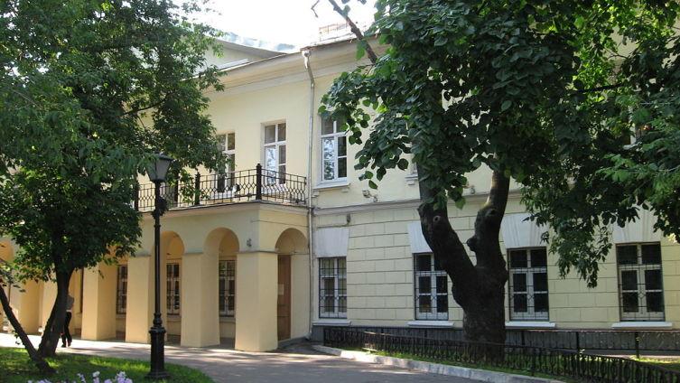 Дом А. И. Талызина на Никитском бульваре, где последние годы жил и работал Гоголь; здесь был сожжён второй том «Мёртвых душ»; здесь писатель скончался