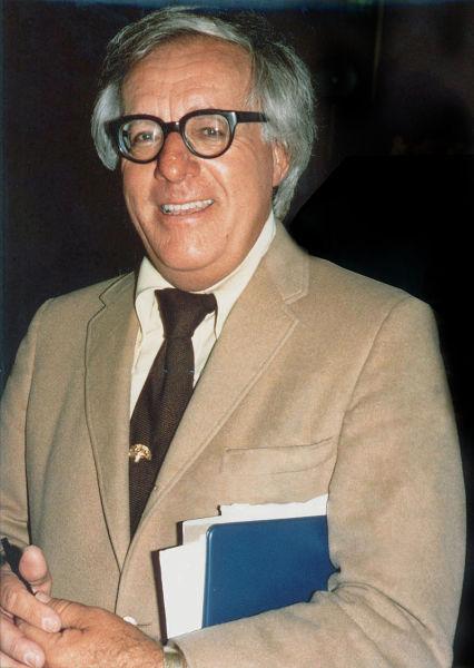 Рэй Брэдбери в августе 1975 г.