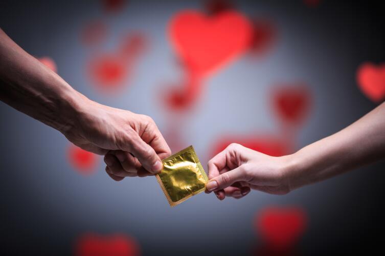 Надежные противозачаточные средства способствуют ранним половым связям