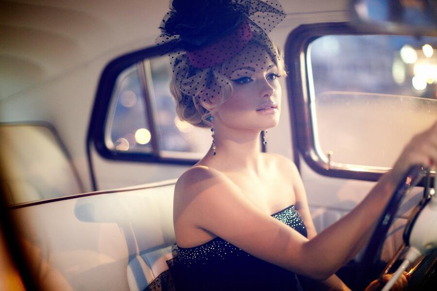 Как создать незабываемый образ девушки-бунтарки из «ревущих 20-х» прошлого столетия?