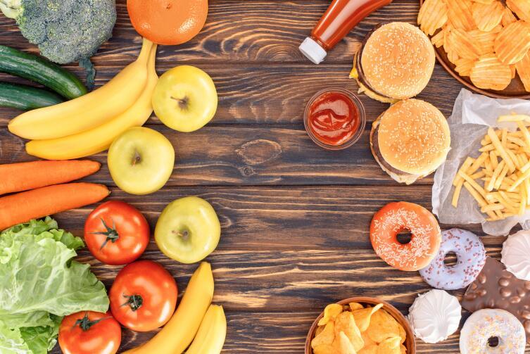 Высокий уровень холестерина вызван сразу несколькими факторами