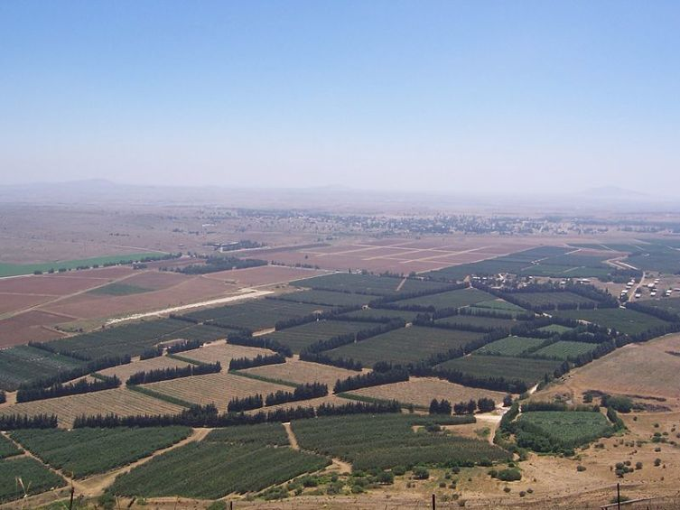 Вид на Кунейтру с Голанских высот
