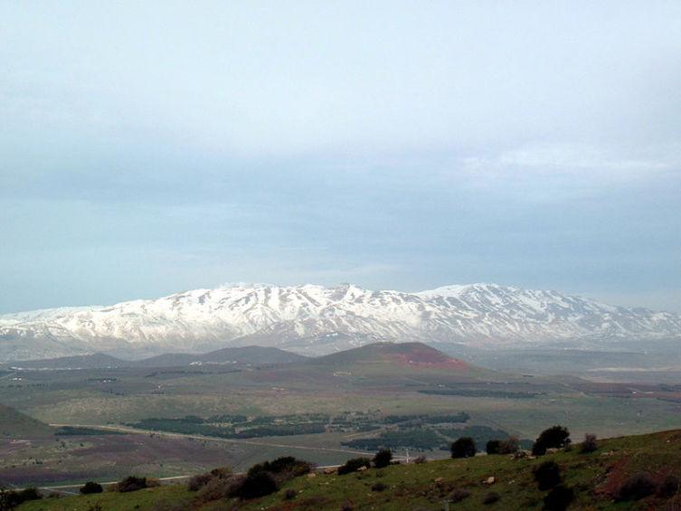Вид на гору Хермон с горы Бенталь