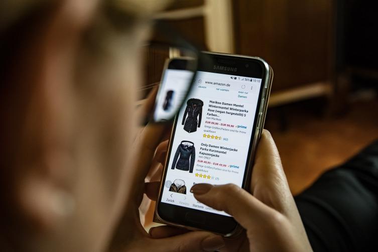 Сайт должен хорошо отображаться на мобильных устройствах, поэтому обратите внимание на адаптивную верстку