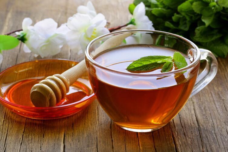 Постарайтесь выпить чай с медом перед сном, утром похмелье будет меньше
