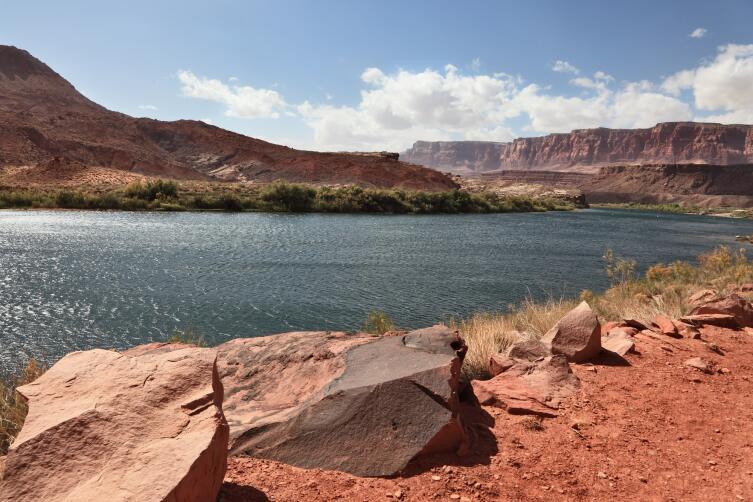 участки в резервации навахо — удаленные от дорог пустынные ландшафты, которые в сумерки воспринимались зрительно как лунные