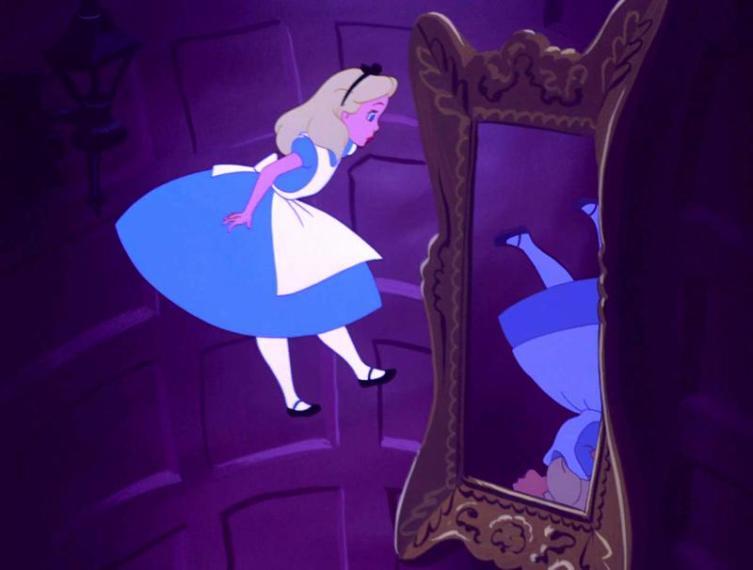 Алисин кинозал - 5. Как «правильно» одеть Алису из «Страны чудес»?