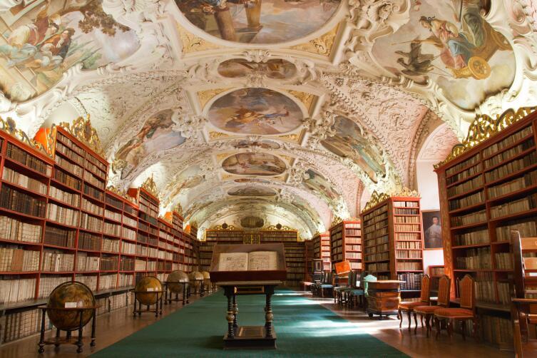 Книги можно было просто коллекционировать, не читая