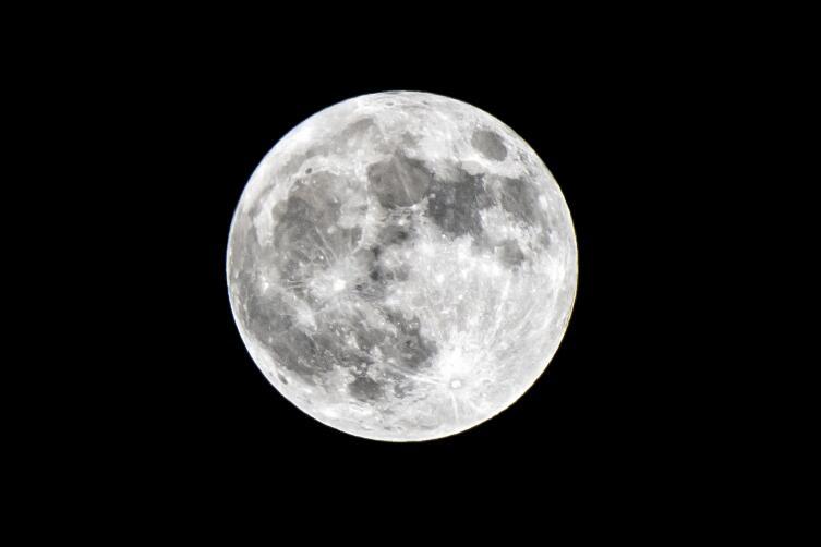 Были ли американцы на Луне, или все фото сняли в павильонах Голливуда?