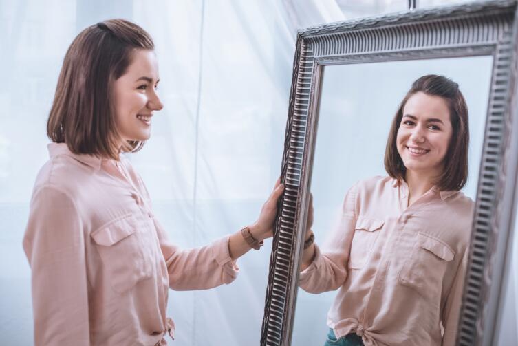 Чем опасны зеркала? Приметы и запреты