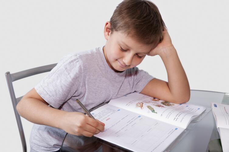 Ребенок оттачивает навык волевых действий